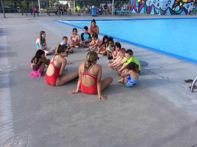 Group of kids waiting for swim lessons